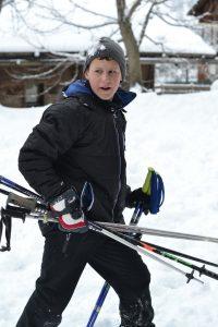Skistöcke tragen