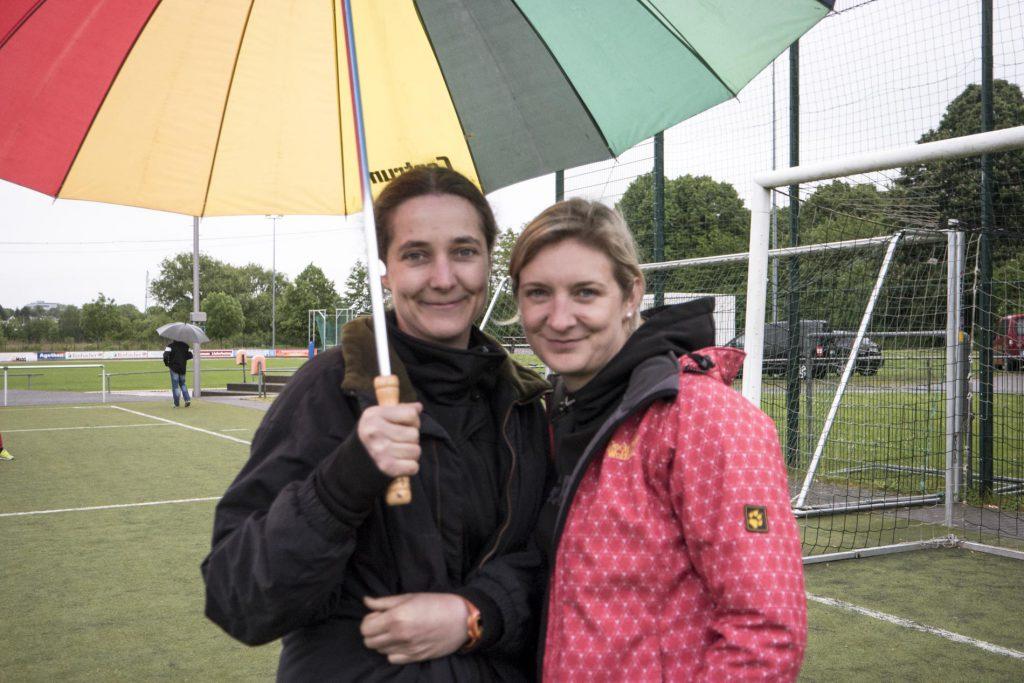 Frau Kempel und Frau Dratwa betreuten die Mannschaft.