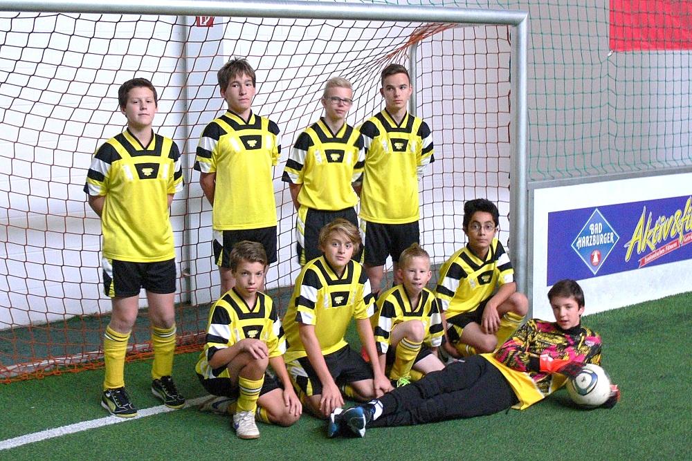 Die Fußballmannschaft der Johannes-Vatter-Schule: Thomas, Andreas, Mario, Richard, Julian, Jeremias, Leon, Metin und Julian