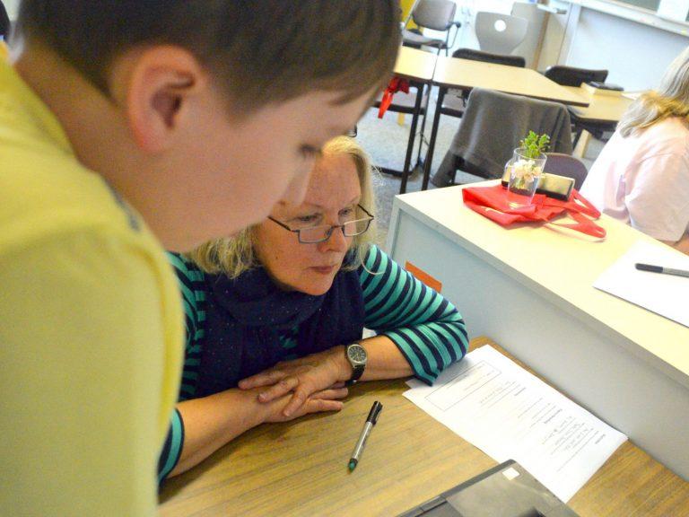 Auch Frau Schneider-Grigat besuchte die Briefausstellung.
