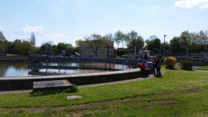 Das Nachklärbecken: Das saubere Wasser wird zum Abfluss in Richtung Bach geleitet.