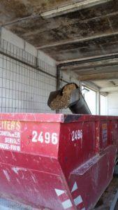 Rechenanlage: Hier wird grober Schmutz aussortiert, wie z.B. Klopapier, Kot oder Wattestäbchen. Besondere Funde: Geldscheine, Wildschwein, Gebiss