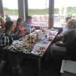Hier saßen wir am Esstisch und haben gegessen.