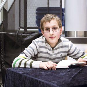 """Simon liest aus dem Buch """"Rennschwein Rudi Rüssel"""""""
