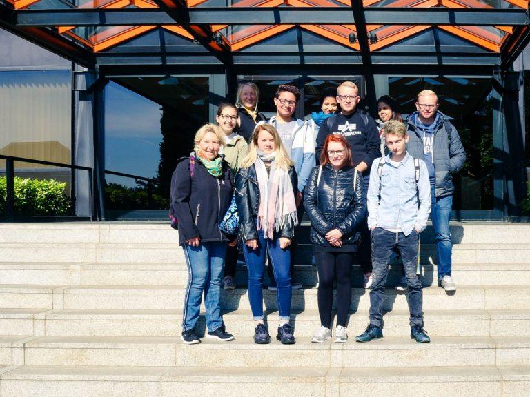 Gruppenfoto auf der Treppe
