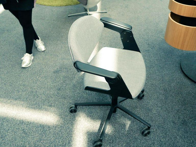 Bürostuhl einmal zum Sitzen und …