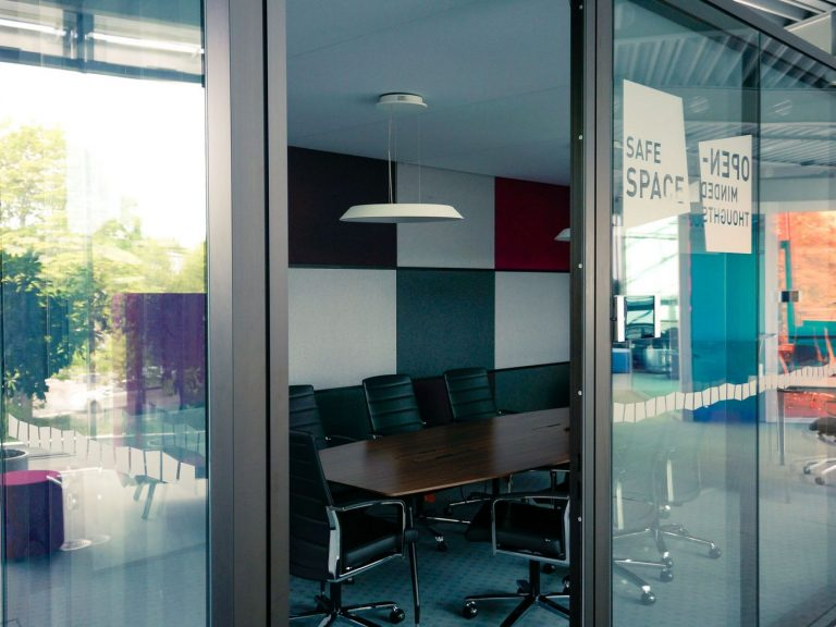 """Der sogenannte """"Safe-Space"""" ist ein ruhiger Büroraum für Besprechungen"""