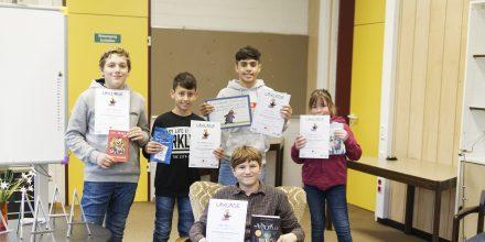 Finalteilnehmer von links nach rechts (hinten): Marlon, Marco, Fazel, Nina, vorn: Ethan