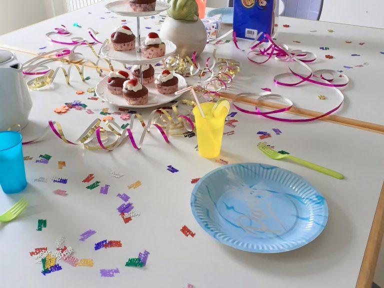 Dekorierter Geburtstagstisch